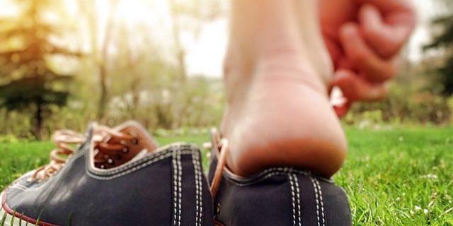 Stinkende schoenen zonder sokken